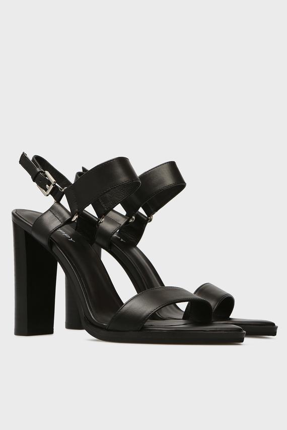 Женские черные кожаные босоножки Adeli