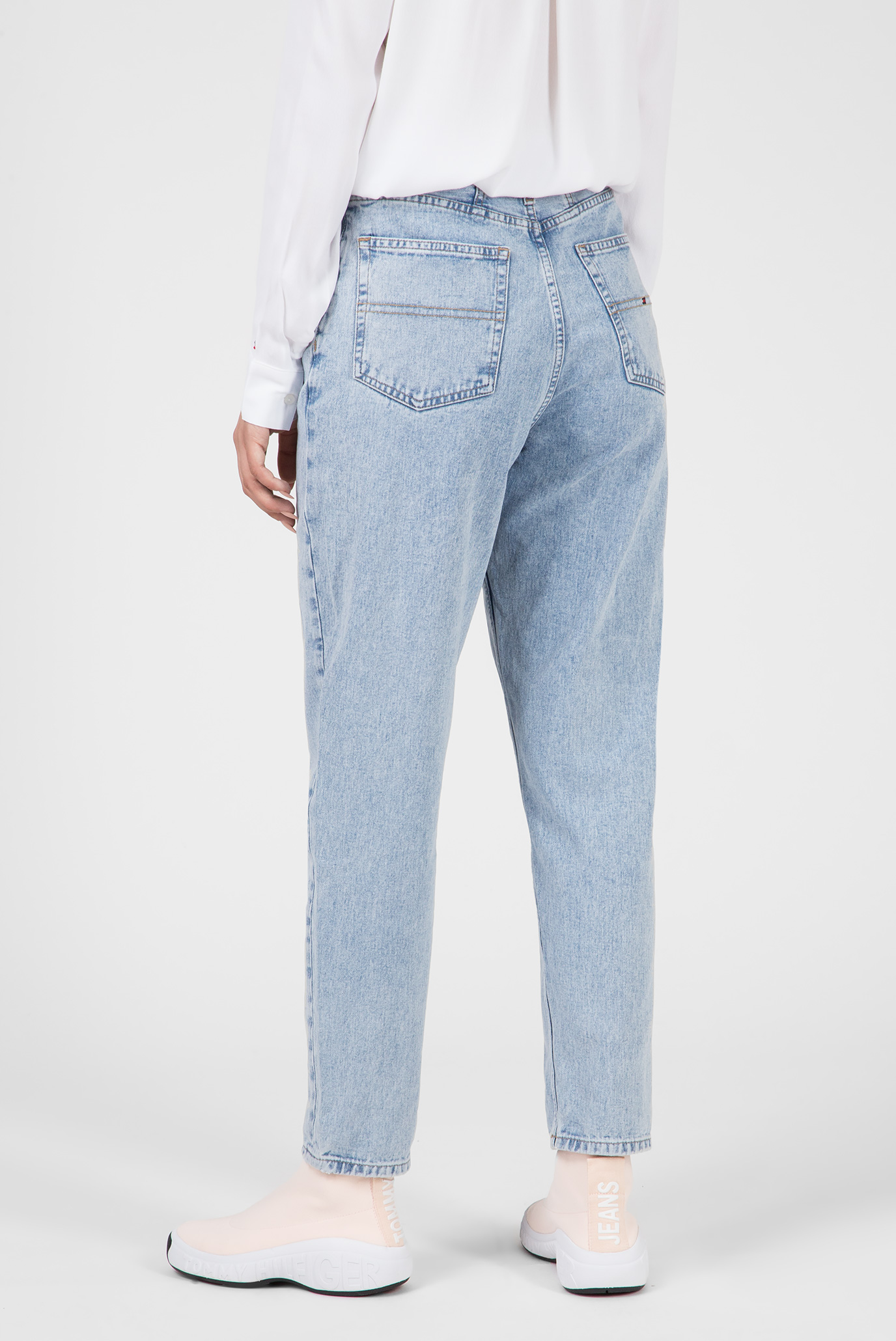 Купить Женские голубые джинсы HIGH RISE TJ2004 Tommy Hilfiger Tommy Hilfiger DW0DW05882 – Киев, Украина. Цены в интернет магазине MD Fashion