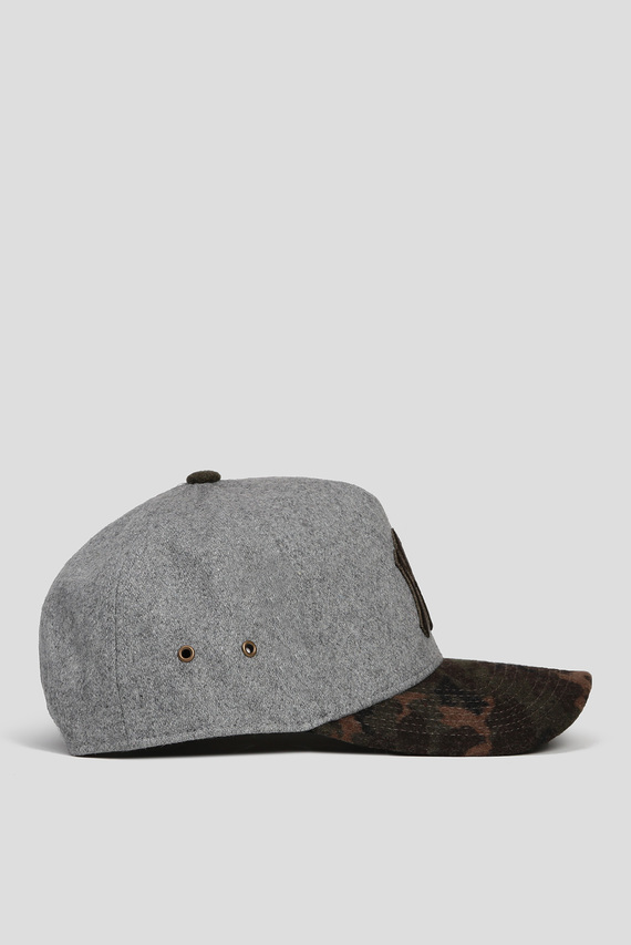 Серая шерстяная кепка