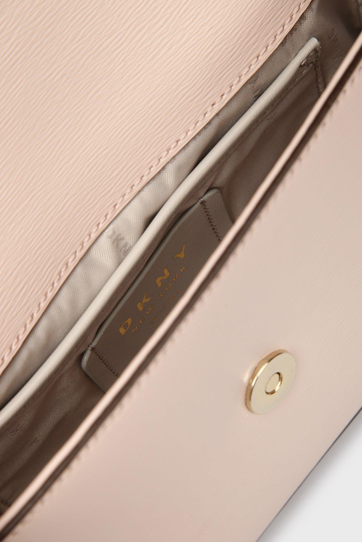 4be891135e21 Купить Женская розовая сумка через плечо BRYANT-MD DKNY DKNY R82E3467 – Киев,  Украина. Цены в интернет ...