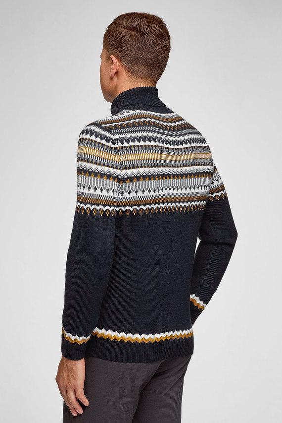Мужской синий свитер с орнаментом