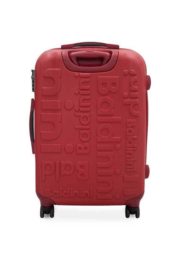 Красный пластиковый чемодан на колесиках