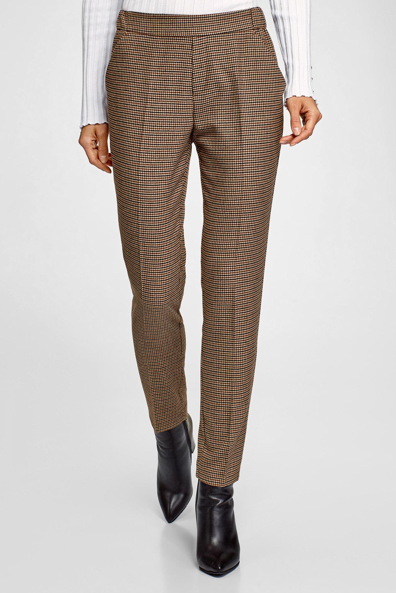 Женские коричневые брюки в клетку Oodji