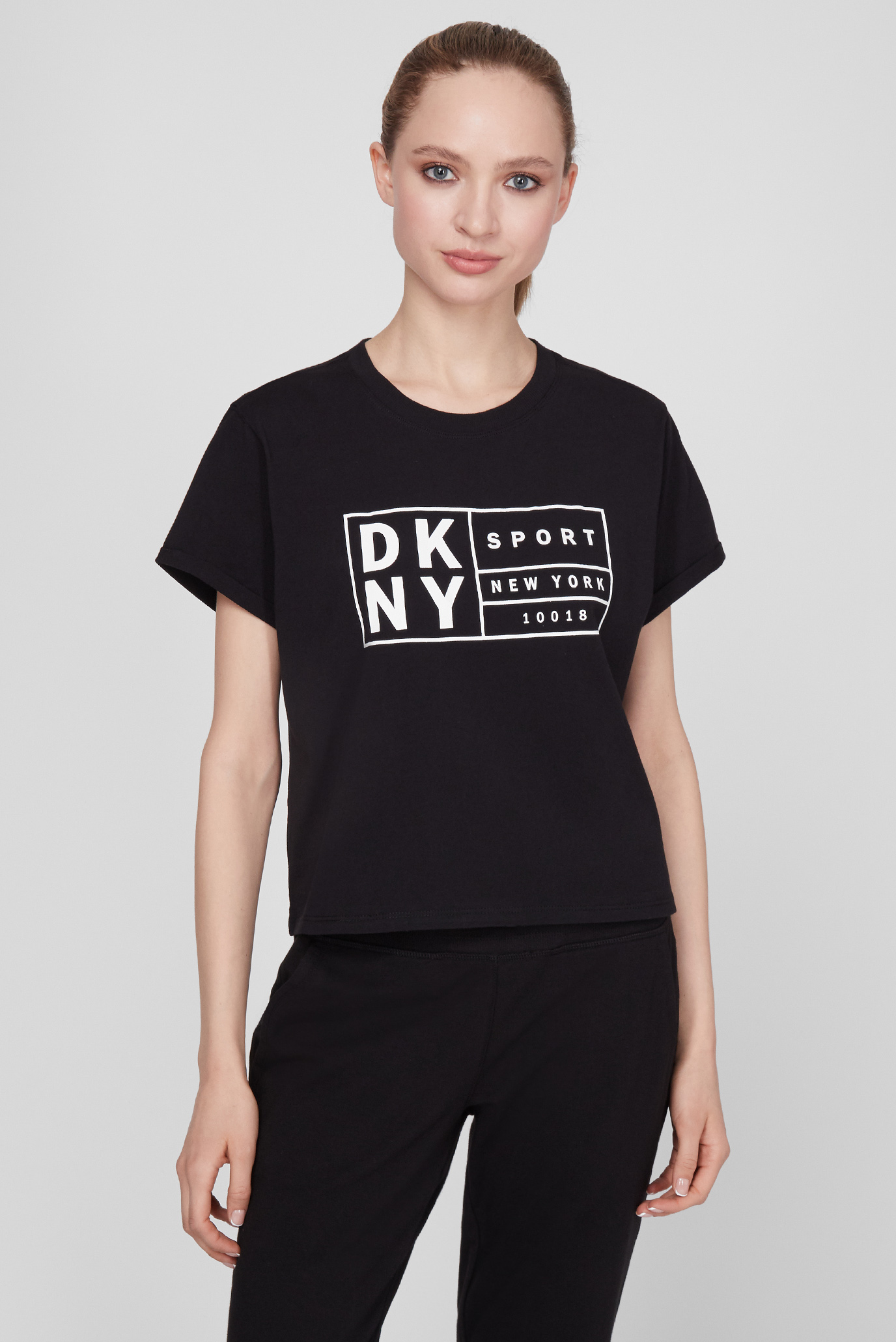 Женская черная футболка 1