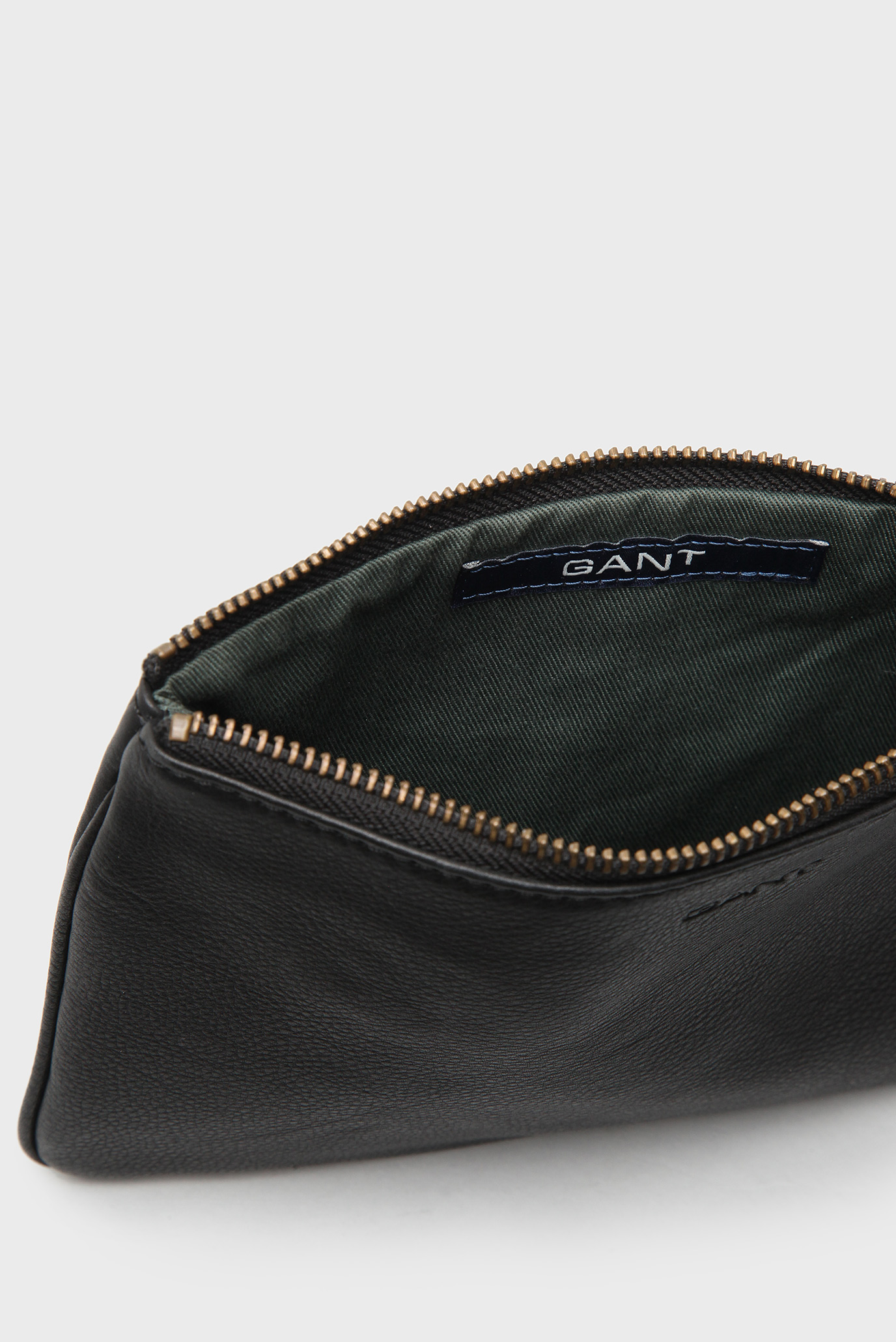 Купить Женская черная кожаная косметичка Gant Gant 498815-5 – Киев,  Украина. Цены в интернет магазине MD Fashion 505648f77ea