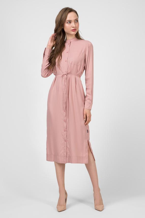 Женское пудровое платье