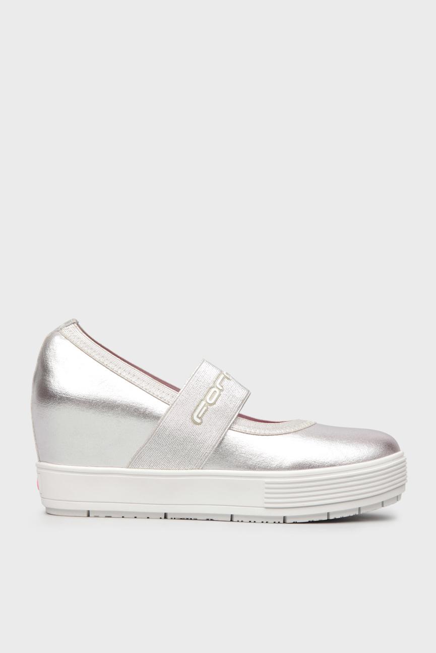 Женские серебристые туфли на скрытой танкетке