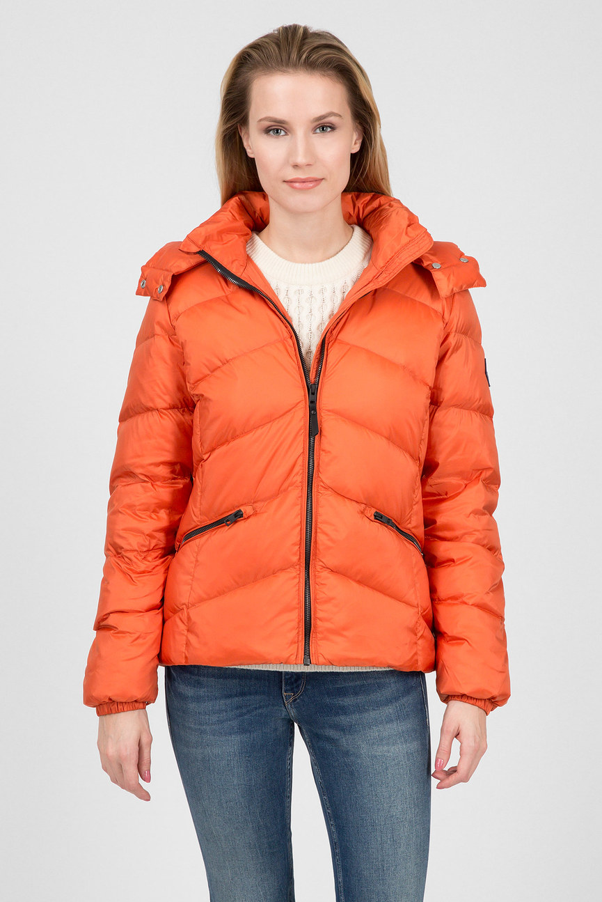 Женский оранжевый пуховик