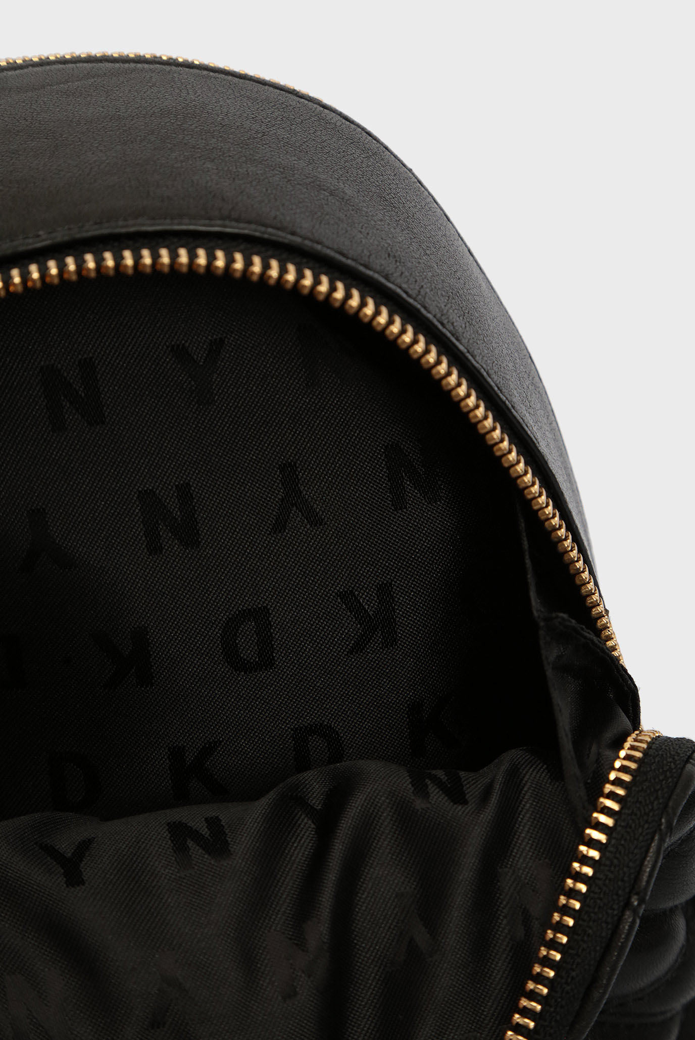 011b1ae7e49d Купить Женский черный кожаный рюкзак DKNY DKNY R3152053 – Киев, Украина.  Цены в интернет магазине MD Fashion