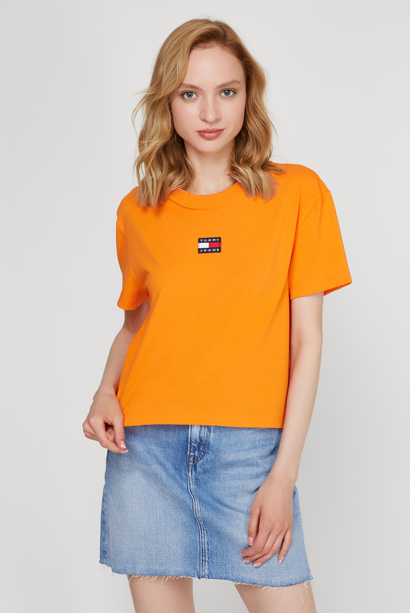 Женская оранжевая футболка TJW TOMMY CENTER BADGE 1