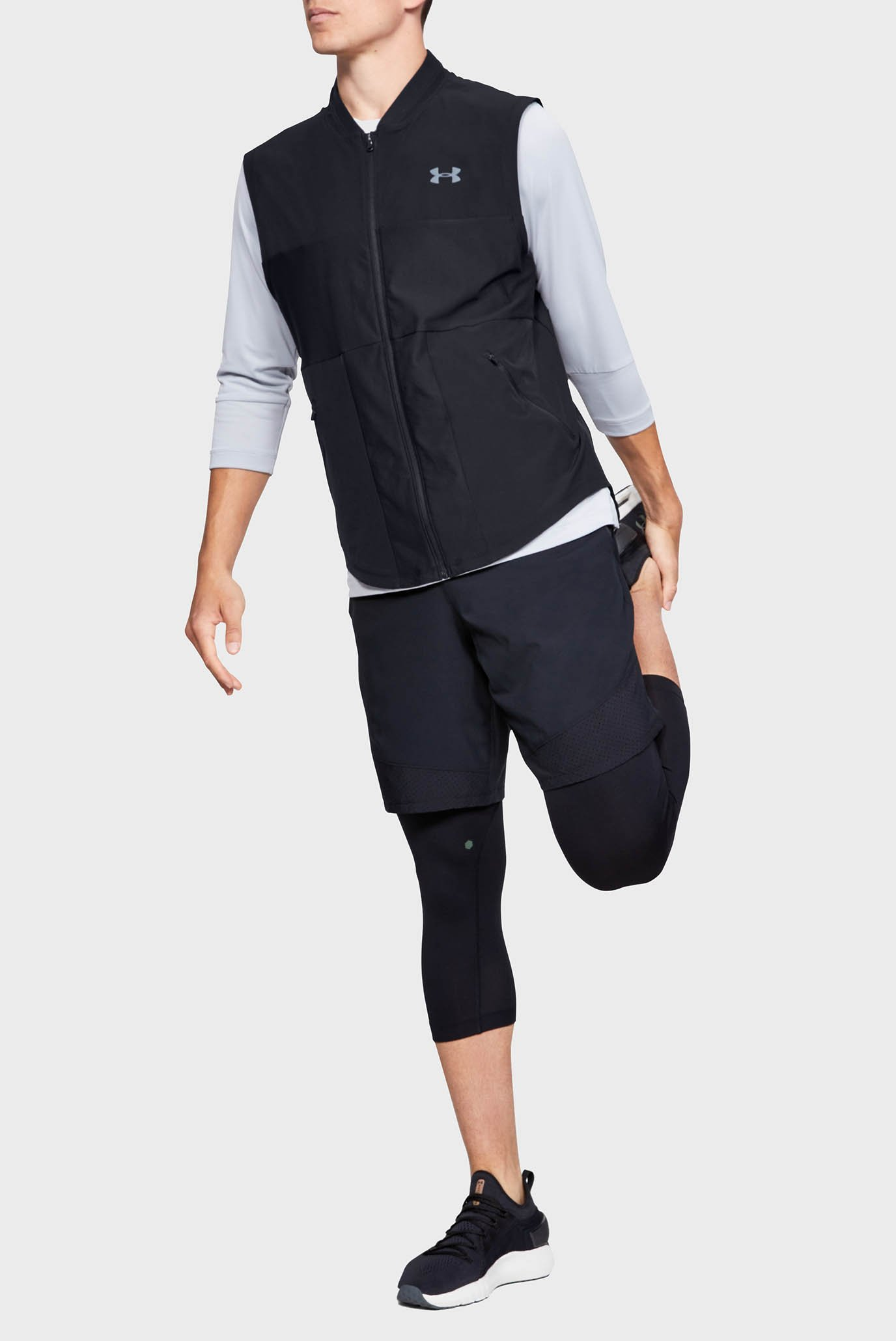 Мужской черный жилет Vanish Hybrid Vest Under Armour