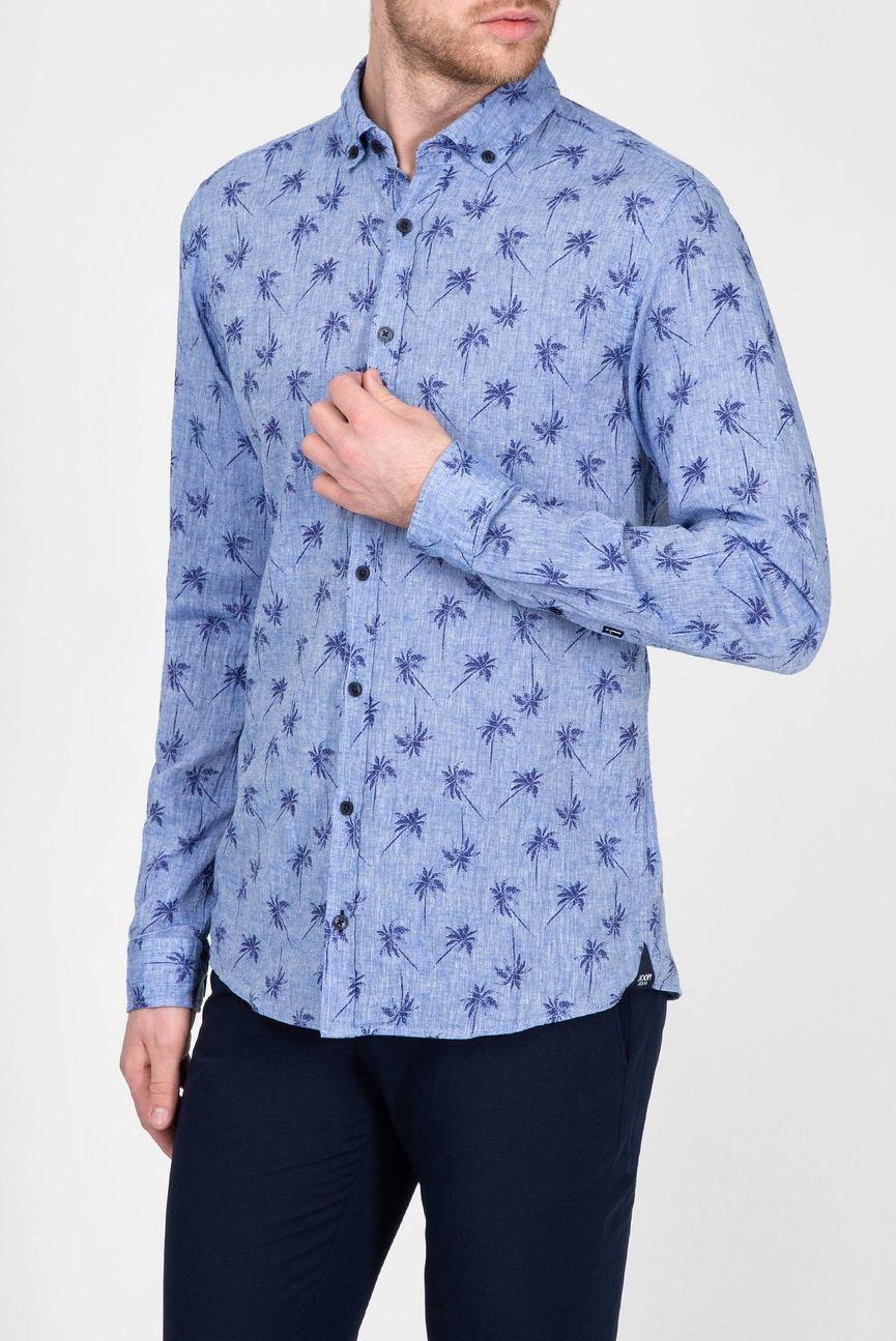 Мужская голубая рубашка с принтом