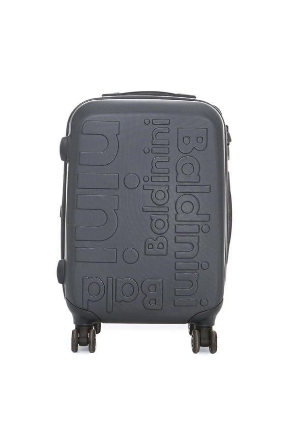 Синий пластиковый чемодан на колесиках