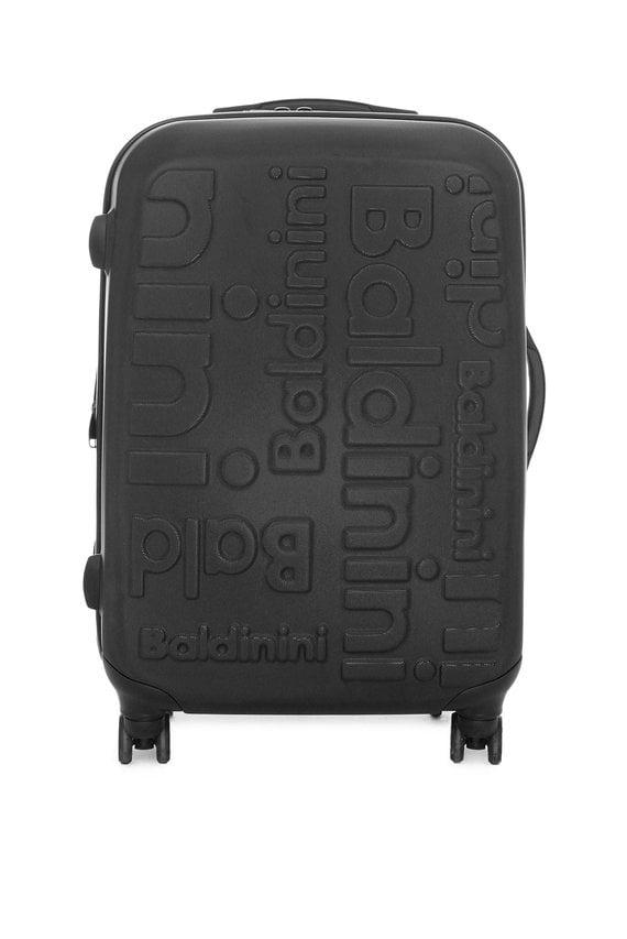 Черный пластиковый чемодан на колесиках