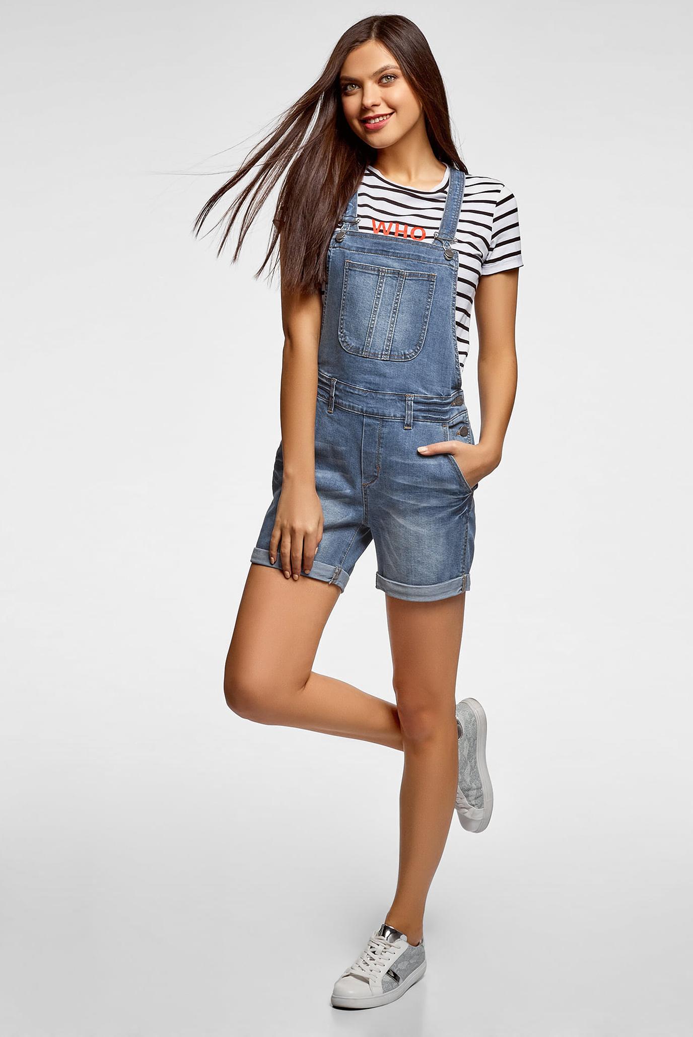 Картинка девушка в джинсовом комбинезоне