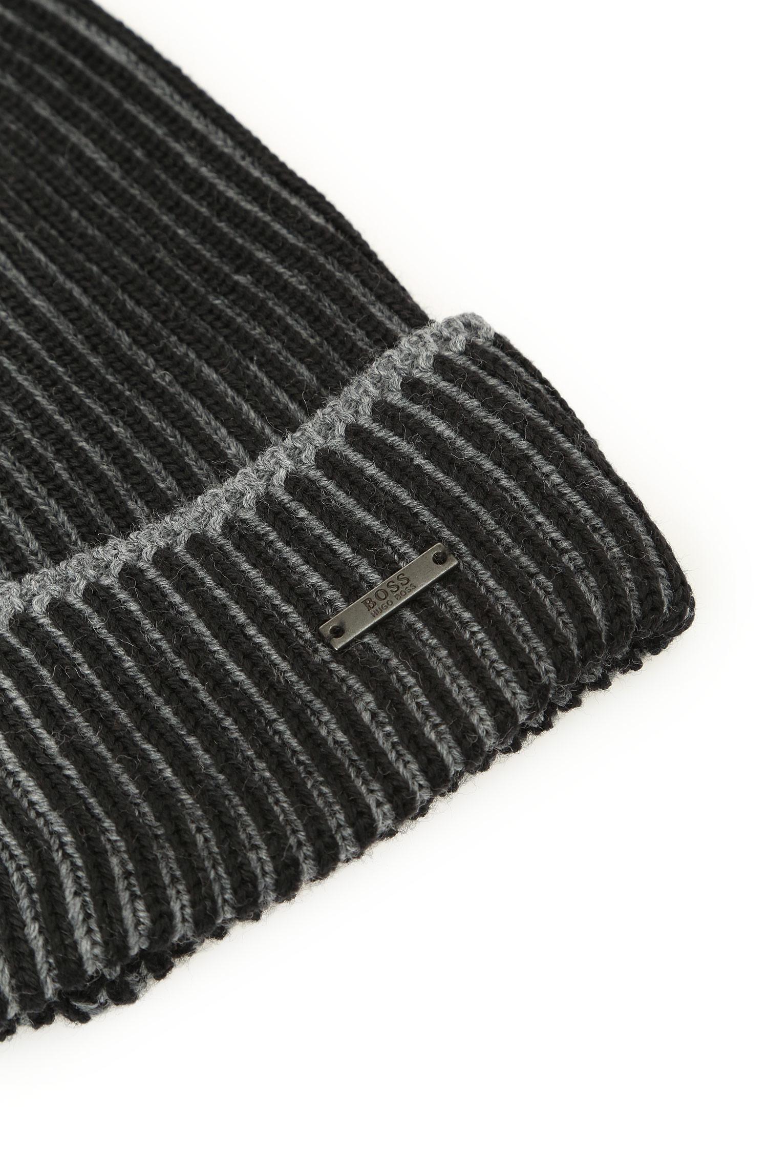 Мужская черная шапка BOSS